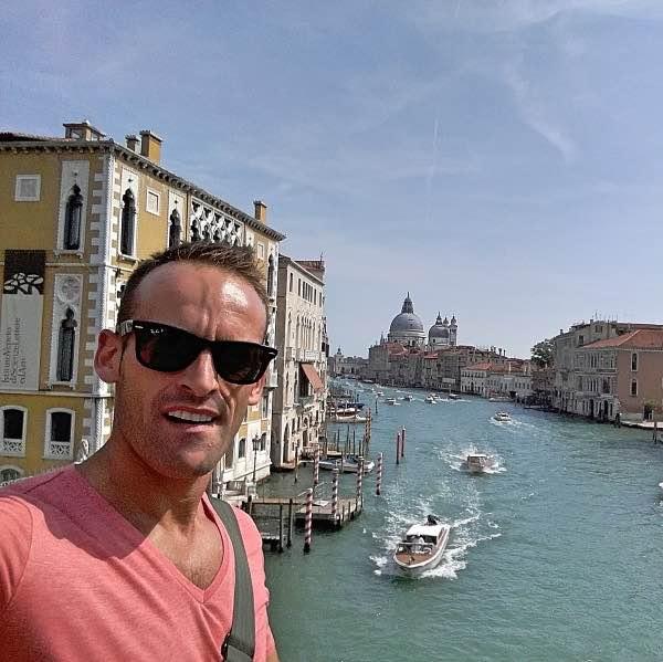 uomo a Venezia