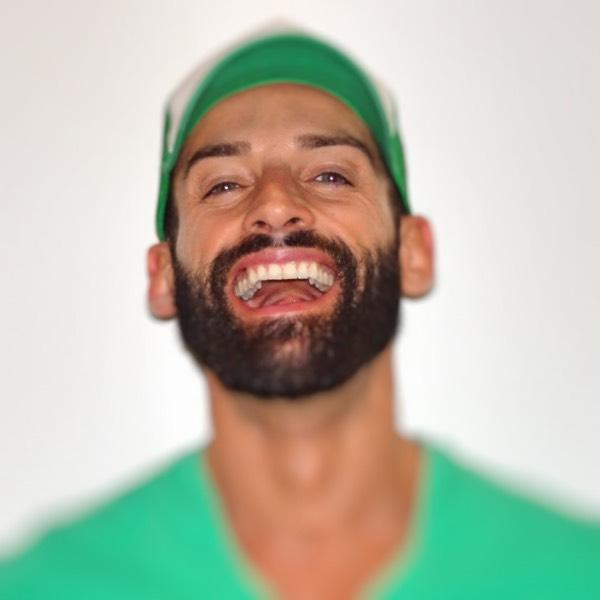 uomo che ride