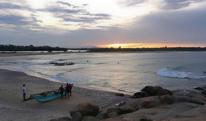 tramonto spiaggia Panama surfisti
